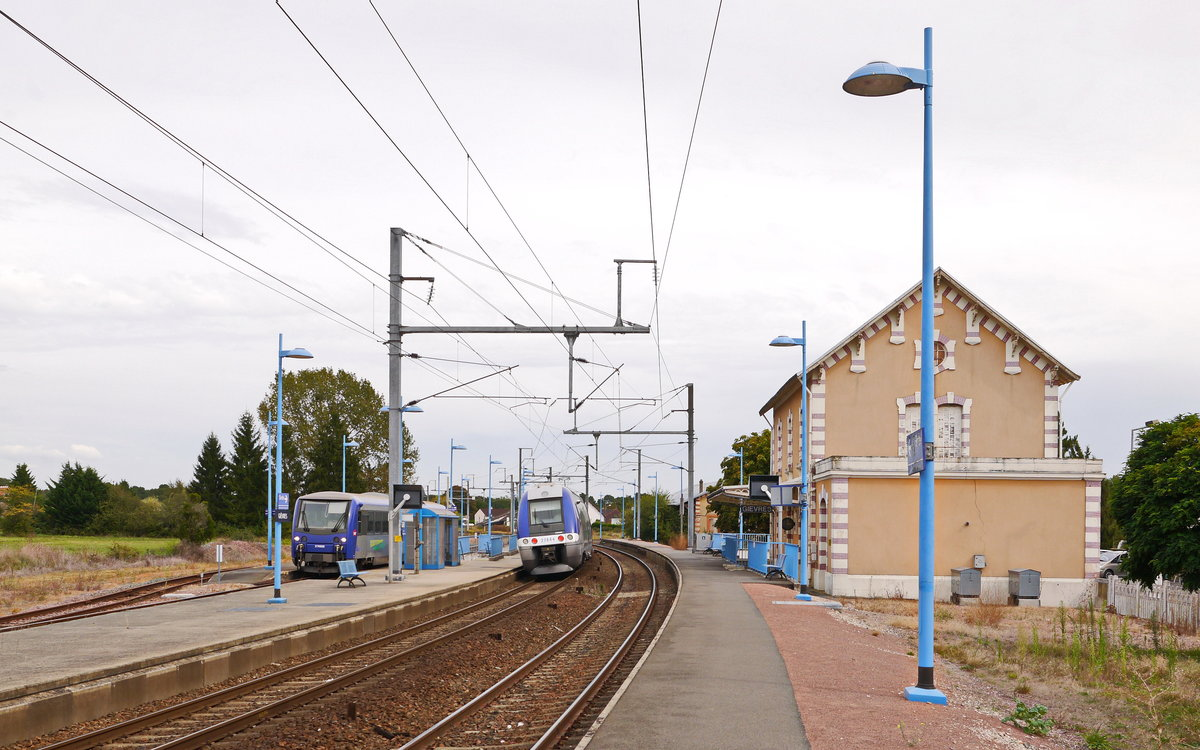 2014-09-17 711a Gièvres SNCF-X74502(Meterspur) +SNCF-Z27843+27844(Normalspur)