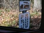 02 Mahrisch-schlesisches Bergland/171804/kraliky-cd-signalschild-auf-der-nebenbahn-mit Kraliky: CD-Signalschild auf der Nebenbahn mit mit 2´D1-Lok; 2011-11-18