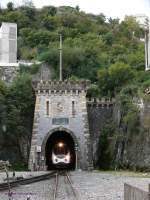 korsika-corse/43199/cfc-805806-amg800-der-zug-kommt-durch CFC-805+806 AMG800. Der Zug kommt durch den Tunnel in Bastia aus Casamozza. CFC (Chemin de Fer de la Corse - korsische Eisenbahn) 2009-10-19 Bastia