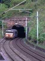 Vogesenquerung Strasbourg-Saverne-Nancy_Metz/84085/aus-dem-tunnel-rheinthal-kommend-schleppt Aus dem Tunnel Rheinthal kommend schleppt BB15004 ihren Corail-Schnellzug durch die Vogesen nach Westen.  05.06.2007 bei Saverne - Tunnel Rheinthal
